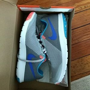 Nike Womens Flex Experience Running shoes